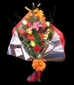 cod 205 - Ramo abierto con 12 rosas y tres liliums multicolor