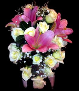 cod 407 - Ramo con liliums rosados perfumado y rosas blancas, follaje al tono