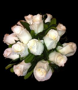 cod 414 - Ramo redondo de rosas rosadas suaves