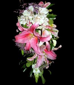cod 424 - Ramo con caida con liliums rosados perfumados, astromelias blancas y ornitogalun