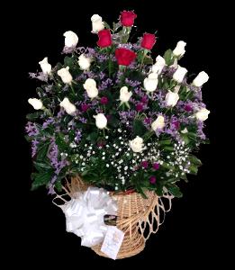 cod 102 - Canasta con rosas blancas y rojas