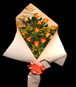 cod 107 - 12 rosas importadas con colores a elección de flores y papeles