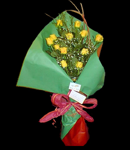 cod 108 - 12 rosas importadas con colores a elección de flores y papeles