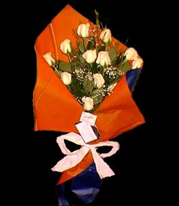 cod 109 - 12 rosas importadas con colores a elección de flores y papeles