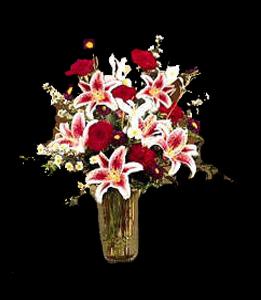 cod 301- Florero de vidrio con liliums perfumados, rosas rojas y reinas margaritas
