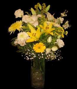 cod 302 - Florero de vidrio con liliums blancos y amarillos, crisantemos blancos y amarillos y liciantus blanco