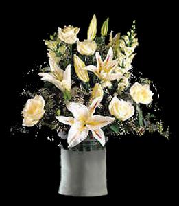 cod 303 - Florero de cerámica con liliums perfumados rosaditos, rosas blancas y delfi blancas