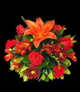 cod 317 - Centro mediano con lilium rojos, rosas margaritas y reinas todo al tono