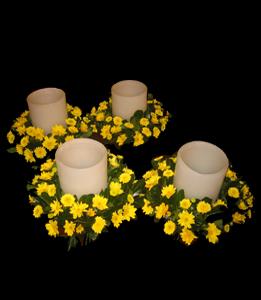 cod 319 - Centro con fanales y flores amarillas
